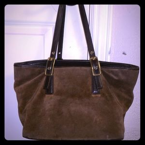 FLAWLESS AND CLASSIC BROWN SUEDE COACH SATCHEL!
